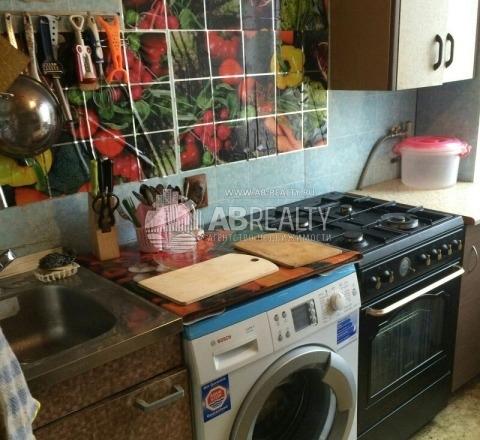 Кухня на Севастопольском пр-те: плита, стиральная машина, за кадром - холодильник