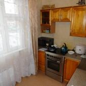 Плита, СВЧ, мойка есть - все нужные вещи для аренды в Московском на Радужной 15