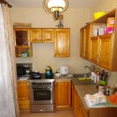 Кухня, кстати, по площади 8 метров в квадрате. Оплата аренды - 21 тыс. + коммуналка