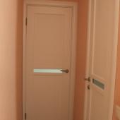 Прихожая, двери в санузел и в комнату