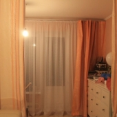 Комната состоит как бы из 2-х частей