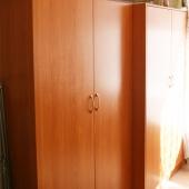 Вот здесь можете видеть 2 шкафа в этой комнате