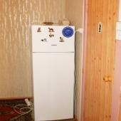 Холодильник размещается в прихожей