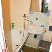 Ванная с раковиной - чисто и аккуратно