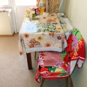 Стол на кухне - опять аккуратно и чисто