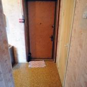 Фотография двери. Мы находимся в доме № 6 по улице Обручева.