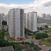 Эти два серых дома являются общежитиями МПГУ