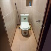 Посмотрите, какой опрятный и чистый туалет!