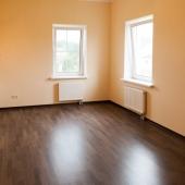 Тоже довольно просторная - хотя пока без мебели!