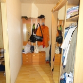 Прихожая и вход в жилую комнату