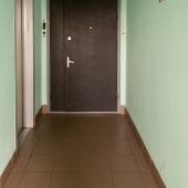 Общая дверь с соседями закрывается