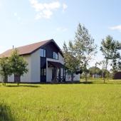 На самом деле это один из лучших домов во всем поселке Иван Купала