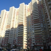 Дом № 5/5 по проспекту Гагарина в Красной Горке на фото во всей своей красе - покупайте эту квартиру - стоит недорого!