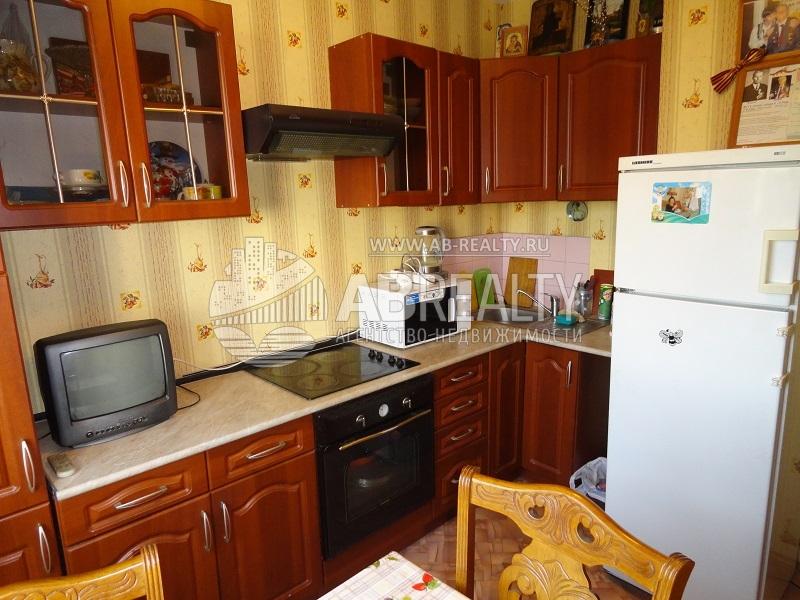 Кухня - простая но пригодная для ежедневного проживания