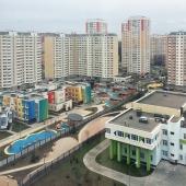 Вокруг современные здания