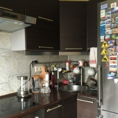Гарнитур на кухне не старый совсем установлен