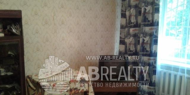 Фотография жилой комнаты с телевизором в центре