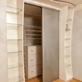 Шкаф мы открыли, чтобы можно было посмотреть ЧТО и КАК внутри