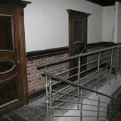 Лестницы и перекрытия, это 2 двери в санузлы