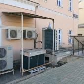 Приточная вентиляция и кондиционирование работает по всем этажам этого дома на пр-те Мира