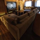 Уголок дивана в гостиной