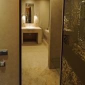 В спальне есть свой отдельный санузел. Это на ул. 4-я Тверская-Ямская, д. 22.