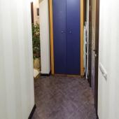 В коридоре есть такой шкаф для одежды