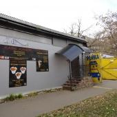 Вход в кафе прямо со стороны Б. Новодмитровской улицы