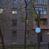 Сам дом со стороны переулка