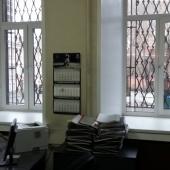 Окна закрыты решетками на 1 этаже