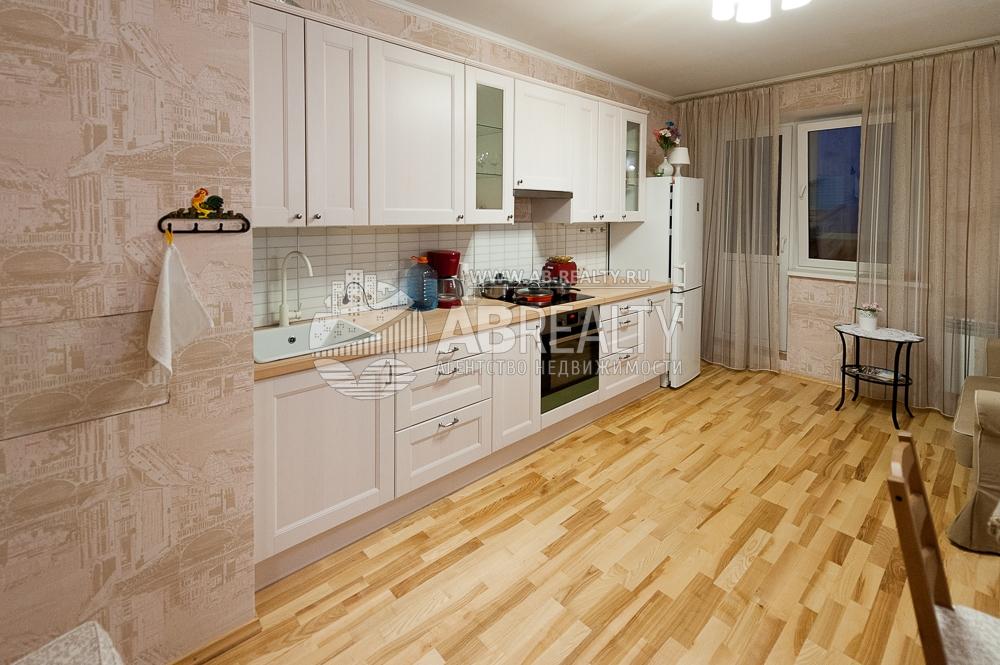 Большая кухня в двухкомнатной квартире. Коммунарка