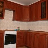 Кухонная мебель из массива в однокомнатной на продажу