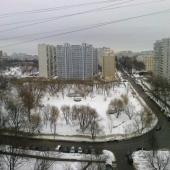 Вид на улицу из 1-комнатной квартиры на ул. Академика Арцимовича, 12к2