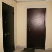 Входная дверь со стороны