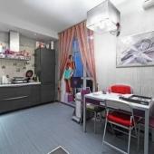 Кухонная зона. Довольно неплохо продумано пространство.