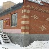 Вот это складское здание мы сдаем на данный момент в аренду на ул. Сельскохозяйственной, д. 12а. Площадь здания 121 м2.
