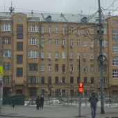 Здание - вид со стороны