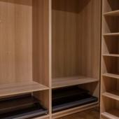 В апартаментах хорошие шкафы встроенные