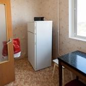 А в другом углу есть и холодильник