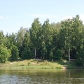 Рядом с участком озеро