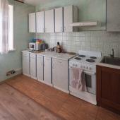 На кухне стандартный набор предметов и мебели