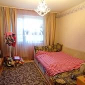 2 комната поменьше, но тоже есть спальное место