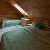 Там 2 кровати
