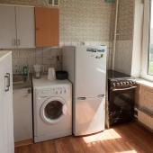 Холодильник, плита и стиральная машина располагаются на кухне