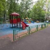 Детская площадка рядом с домом