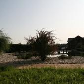 Вид на пруд и основной дом