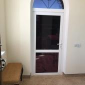 Дверь в коридоре к крыльцу