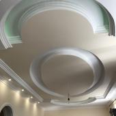 Многоуровневые потолки первого этажа