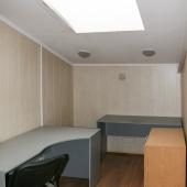 В этой комнате остались столы