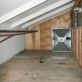 Это приточная вентиляция под крышей рядом с офисными помещениями